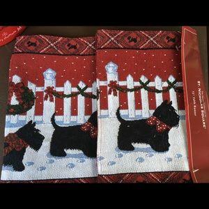 St Nicholas Square Puppy//Dog Oven Mitt /& Pot Holder Set of 2 NWT